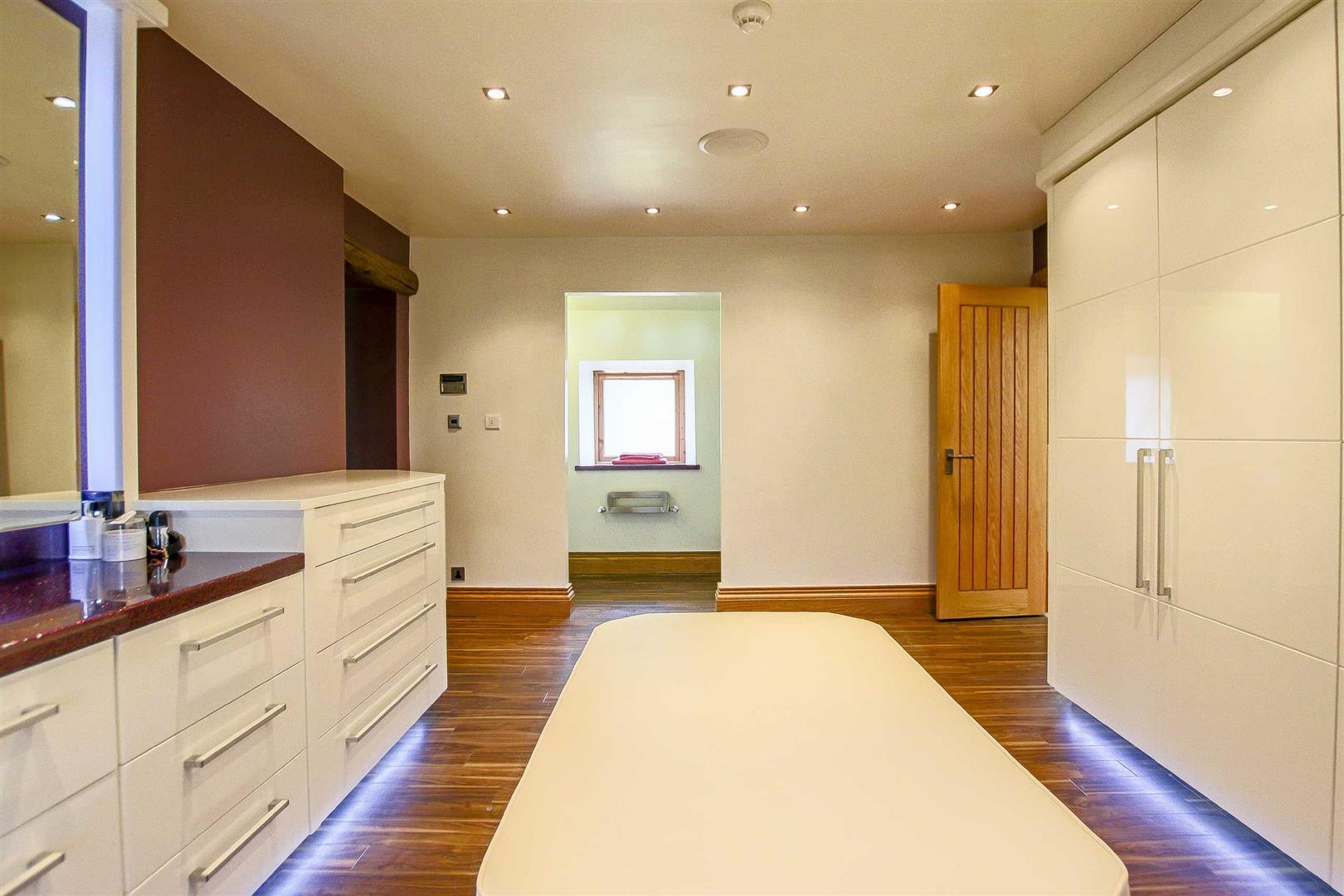 5 Bedroom Cottage For Sale - Image 16